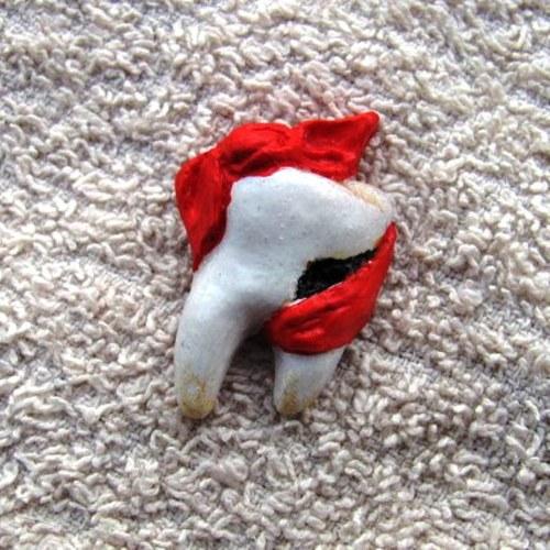 Zub bolí zub