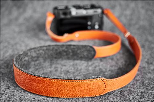 An Ending Mk.I / Popruh na fotoaparát / Honey
