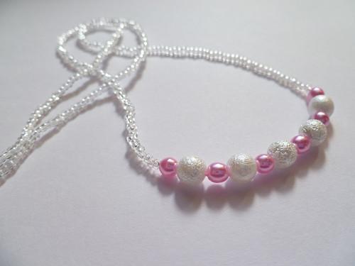 Průhledný náhrdelník s perličkami