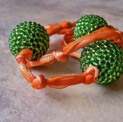 """Oranžovo zelený náhrdelník \""""Ve znamení uzlíků II.\"""""""