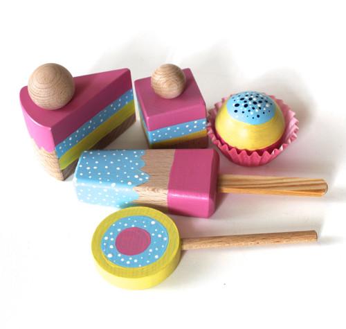 sada dortíků ze dřeva-duhová