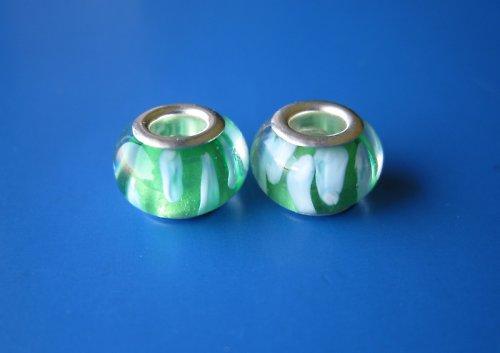 Korálky 2ks-zelena s bílým proužkem
