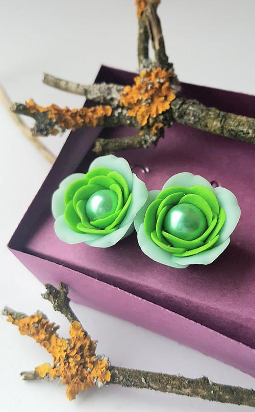 Perlové růže světle svěže zelené