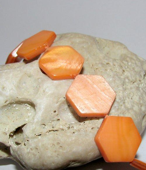 PER836 Perleť - šestihran velký mm/oranžová/ 2ks