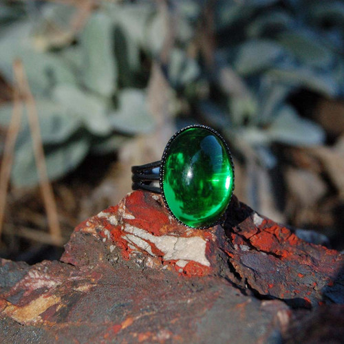 Prsten zelený 18x13 mm