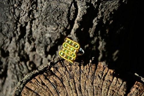 Šachovnička zlatozelená