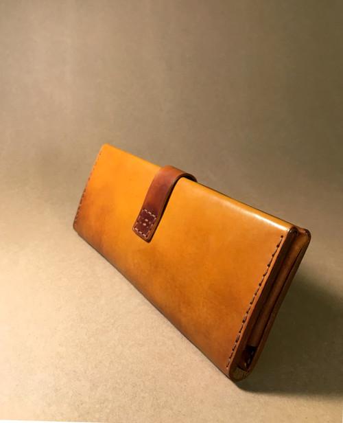 Hnědá kožená peněženka s kapsou na zip
