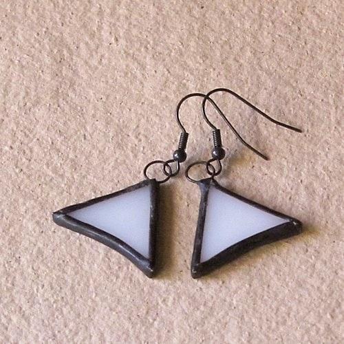 Biele vykrojené trojuholníčky