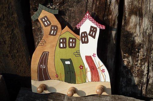 Dřevěné věšáčky s veselými DOMEČKY