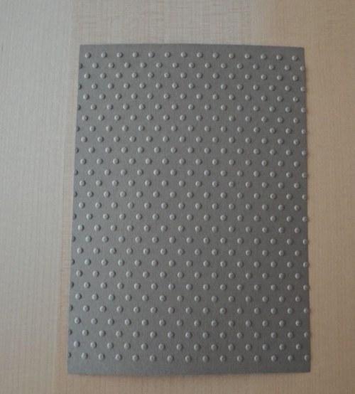 Embosovaná stránka A6 světle hnědá - puntíky 1ks