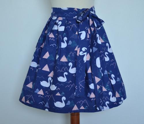 Labutě - zavinovací sukně