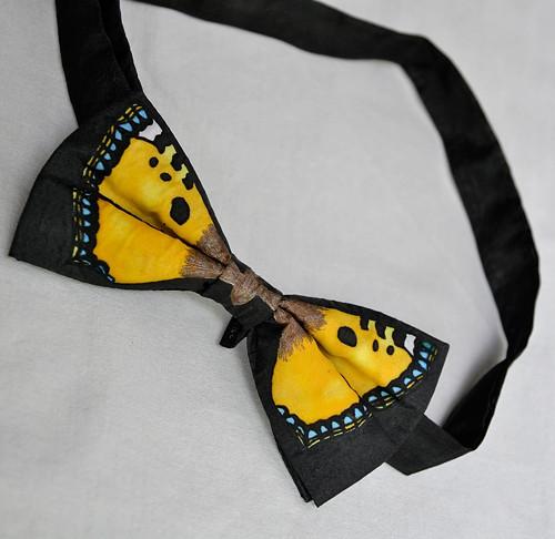 Motýlek - okrový