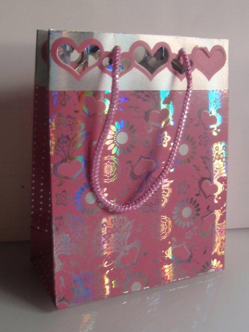 19557-B08 Taška papírová výsek srdíčka růžová