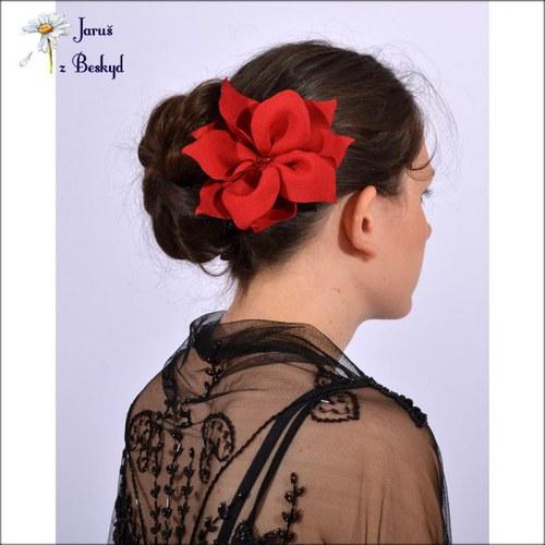 Brož i květina do vlasů
