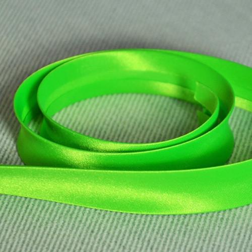 Šikmý proužek zažehlený fluorescentní zelený 18 mm