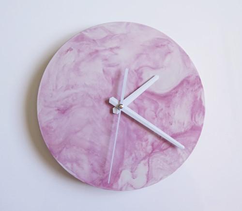 Ručne vyrobené nástenné hodiny – Pink marble mini