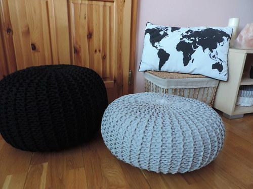 Dva pufíky v čiernej a sivej farbe