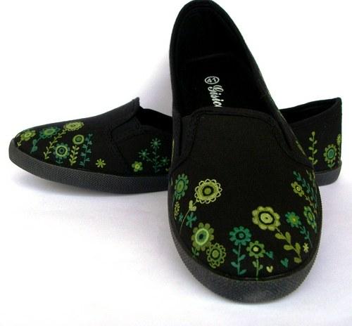 Zelenkavá černá