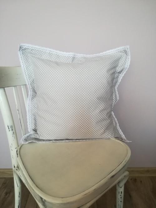 Povlak : bílý puntík na šedobéžovém podkladu