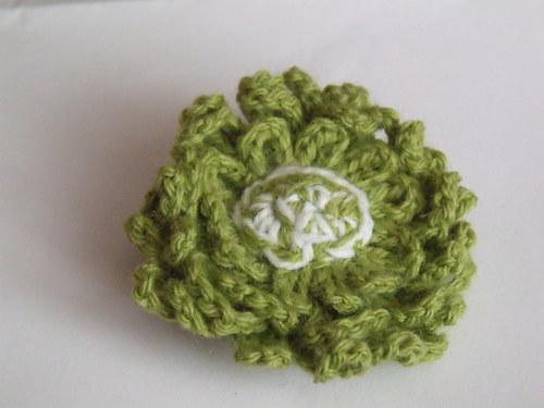 Háčkovaná brož zelená