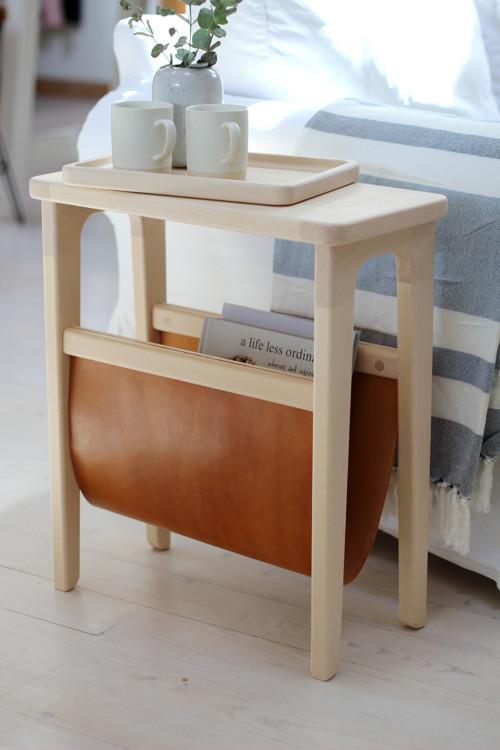 Drevený príručný stolík na časopisy