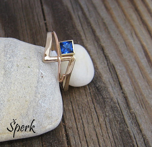 Zlatý prsten - spinel