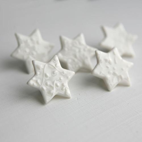 Malá hvězda (porcelánová brož)