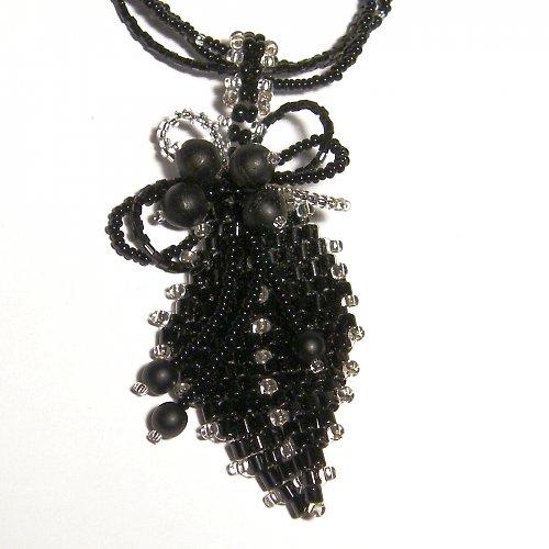 náhrdelník - černý list