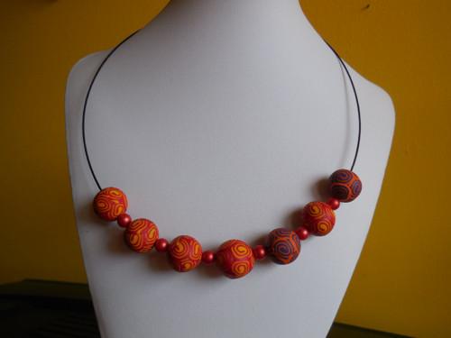Červenožluté spirálky náhrdelník