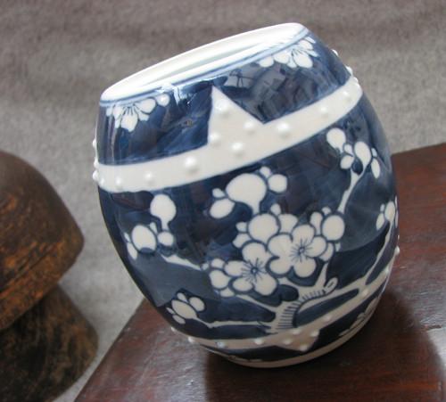 Ve stínu sakury... kobaltem zdobená dóza, váza