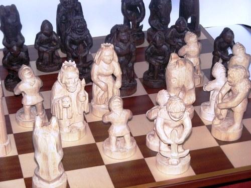 Ručně vyřezávané šachy z lipového dřeva