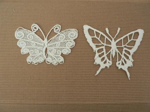 Velký vyšívaný motýl bílý