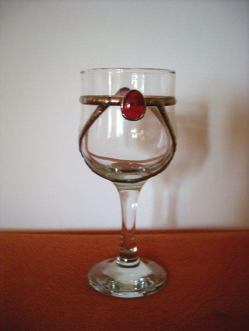 sklenice zdobená sklem a  cínem