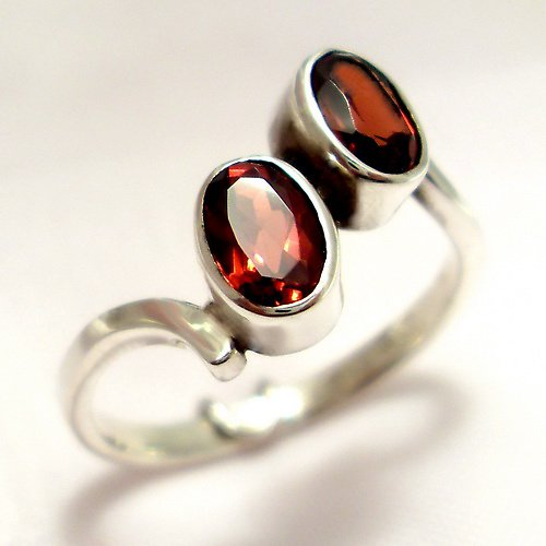 Prsten «Pusinka» - stříbro 925/1000, granát