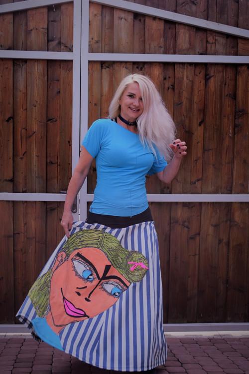Cool děvče a triko k tomu :-)