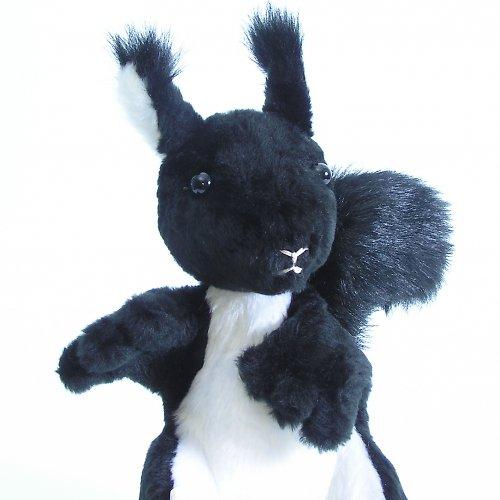 Černá veverka - autorská hračka