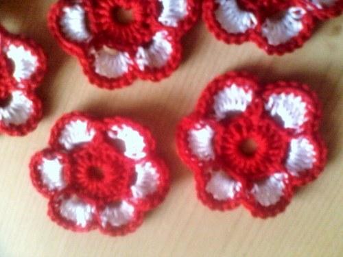 červeno- bílá kytička