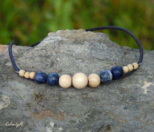 Blue Jean - dřevěný náhrdelník se sodalitem