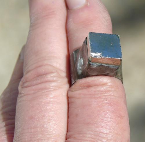 Prsten pyrit