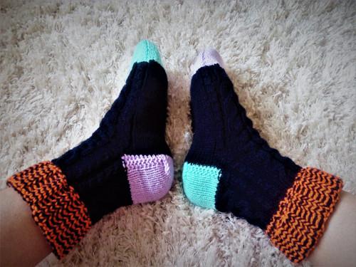 POPLETENÉ pletené temně modré  ponožky : vel.40-41