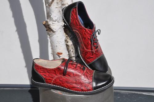 Kožené boty Chicago červeno-černá se vzorem