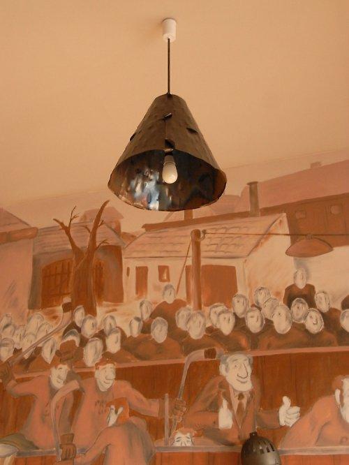 Stylový kovový lustr