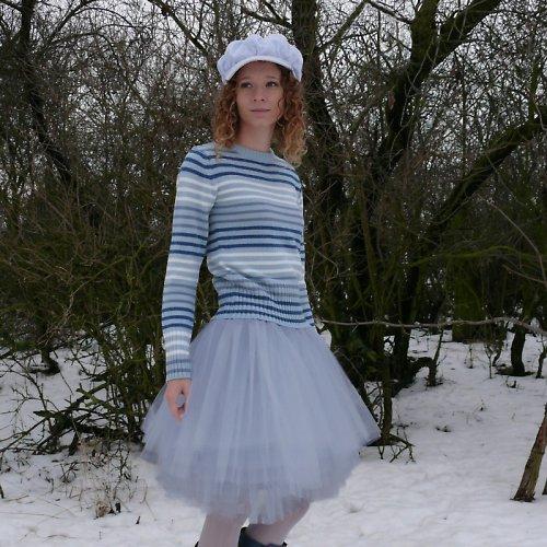 Šedá tylová sukně