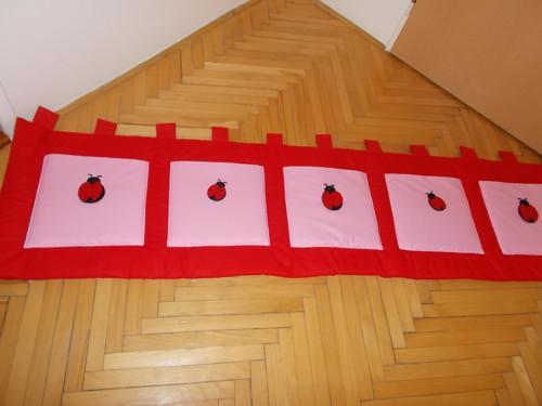 kapsář za postel - berušky