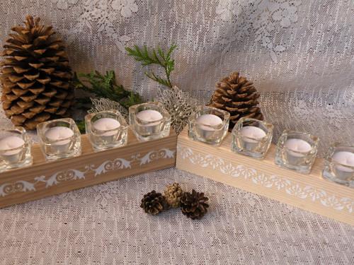 Originální dřevěný svícen se sklem a reliéfy