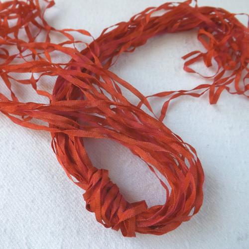 Hedvábná stužka červená 2mm
