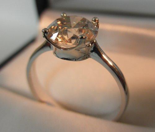 Prsten s velkým zirkonem