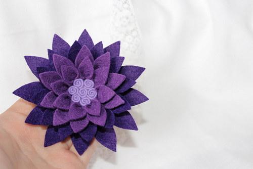 Lotosový květ ve fialové