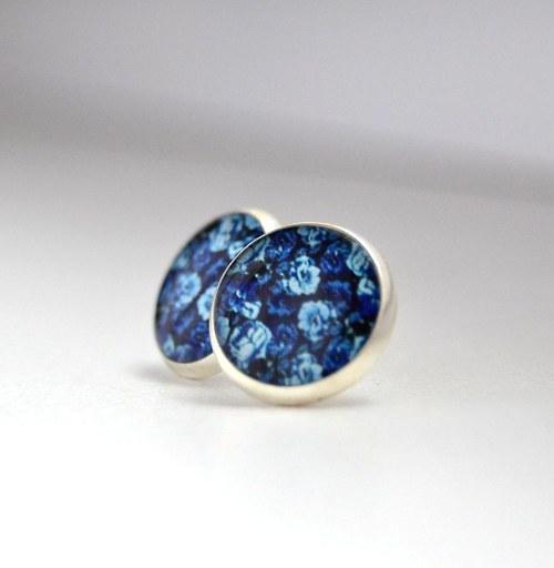 Modré květy tmavé