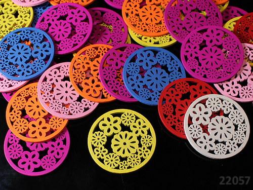 22057 Dřevěné kruhy s kytičkama 49mm! MIX, bal.5ks